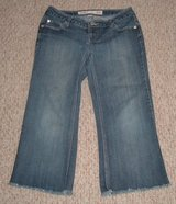 Mossimo Capris Women's Size 5 Juniors Low Rise Flare in Plainfield, Illinois